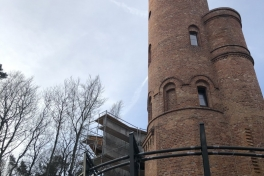 27. elewacja ściany zewnetrznej muzeum-konstrukcje stalowe wokół wieży