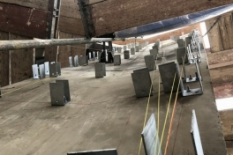 30. elewacja ściany zewnetrznej muzeum-konstrukcje pod okładzinę z blach z cytatami św. Jana Pawła II